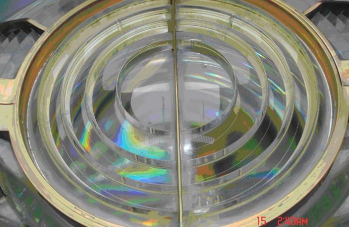 硇洲灯塔-灯室内的灯器-牛眼透镜