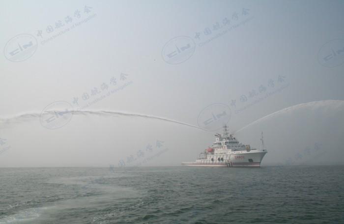 2006-10-04 消防演习两水炮出水