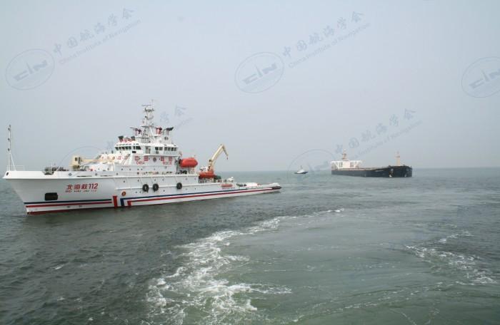 """2007年4月20日-5月1日,救助主机故障的巴拿马籍大型散货船""""港月""""轮"""