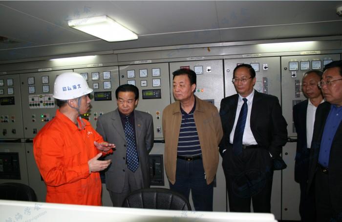 2008年11月7日112轮市人大潘主任一行领导及迟局长、孔副书记到112轮视察参观