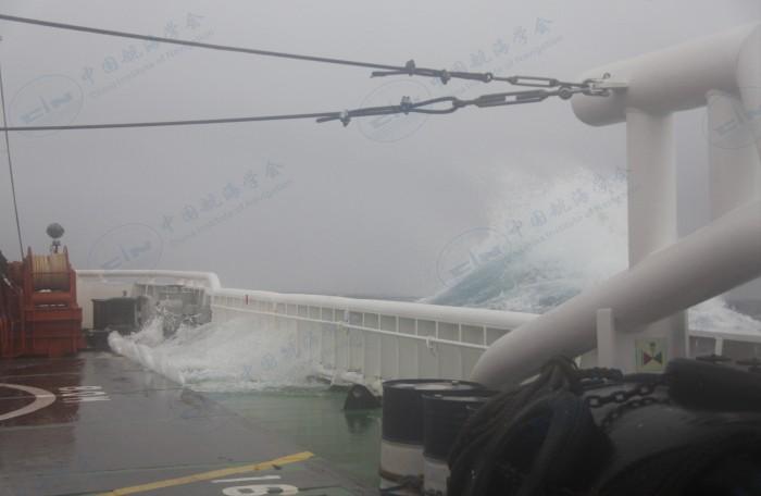 2013年6月北海救112轮神十海上应急保障 (2)