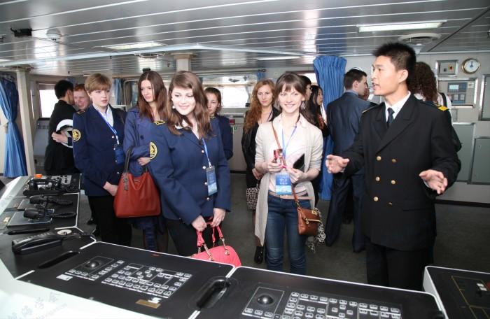 俄罗斯航海院校学生参观