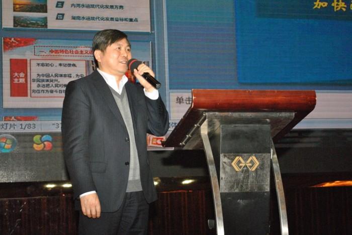 湖南省航海学会副理事长、省交通规划勘察设计院院长彭建国主持报告会