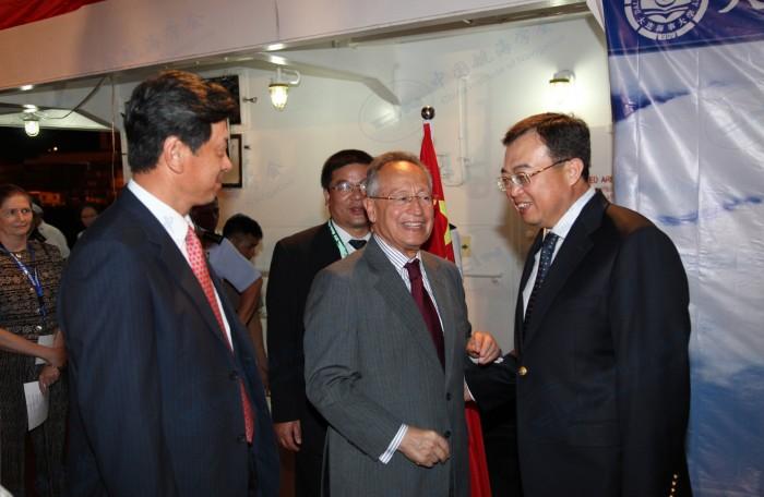 IMO秘书长、时任菲律宾大使刘建超、大连海事大学校长王祖温