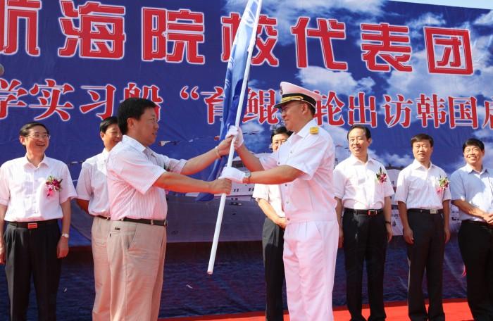 交通运输部副部长高宏峰授旗
