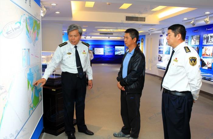 交通运输部海事局杨新宅参观航海文化展厅