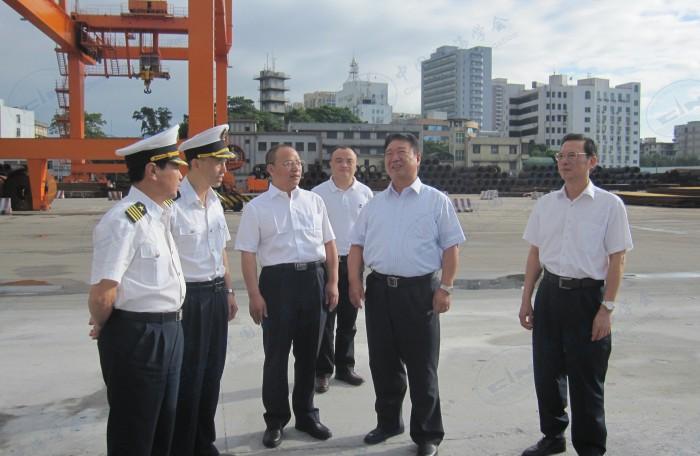 刘功臣指导工作