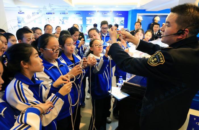 秦皇岛市十五中学生参观航海文化展厅