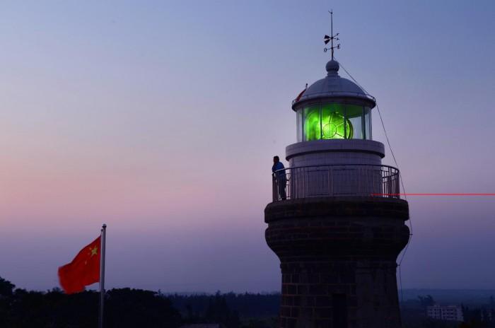 硇洲灯塔-夜幕降临时发光