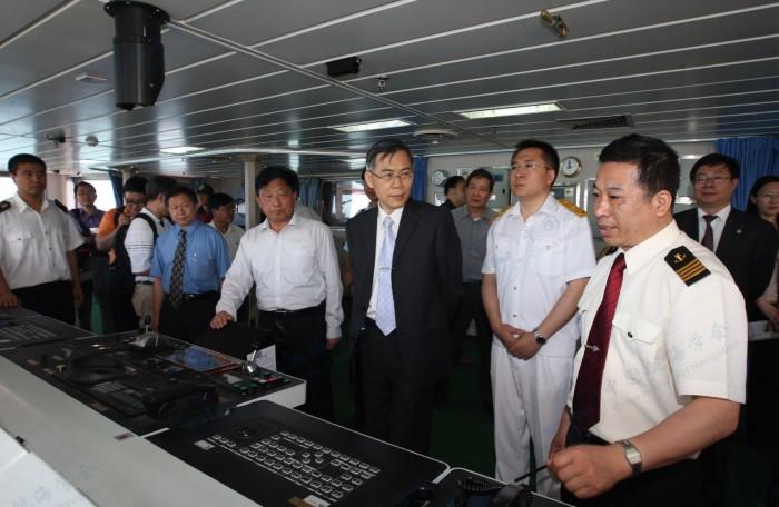 台湾海洋大学校长张清风考察育鲲轮