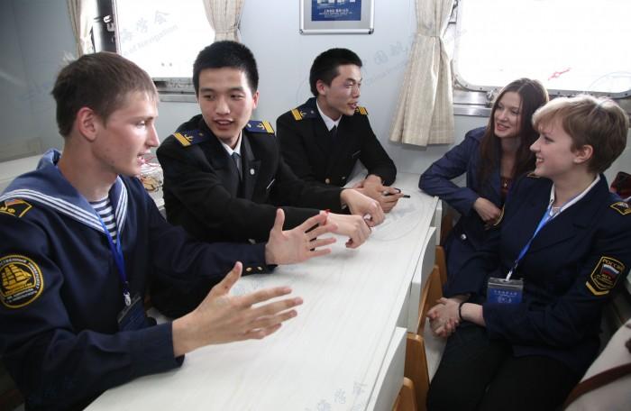 与俄罗斯航海院校学生交流