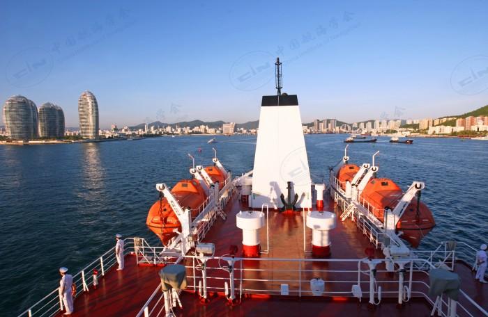 育鲲轮艇甲板和尾甲板
