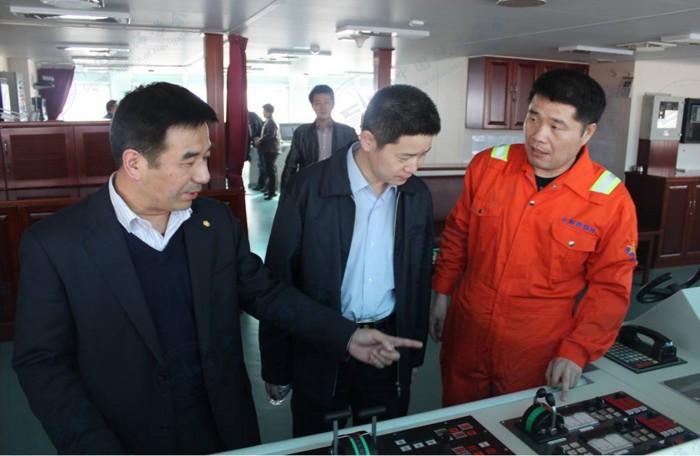 中国海上搜救中心领导到船参观指导工作